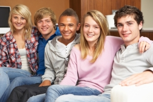 shutterstock_teenagers_smiling_friends